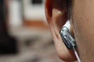šumenje v ušesih in glavobol